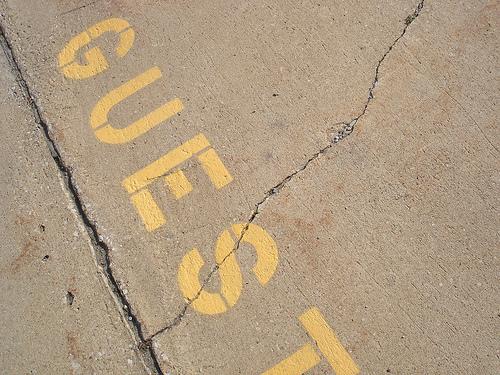 Mot Guest sur le sol